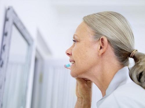 Chăm sóc răng miệng ở người lớn tuổi