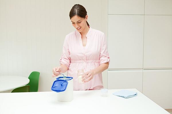 Cách pha sữa bột cho trẻ sơ sinh chuẩn nhất nhiều mẹ không biết